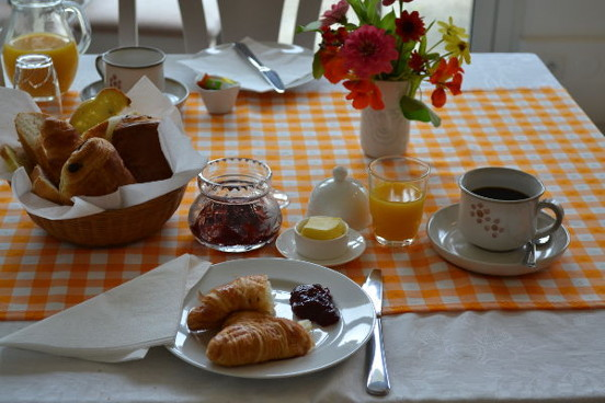 Continental breakfasts are served in the garden room.